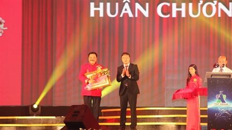 Doanh nhân Trần Quí Thanh đón nhận Huân chương lao động hạng 3