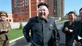 Kim Jong-un năng nổ tái xuất với nụ cười và cây gậy