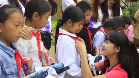 Nữ sinh duyên dáng Đại học Luật làm thiện nguyện tại Hà Giang