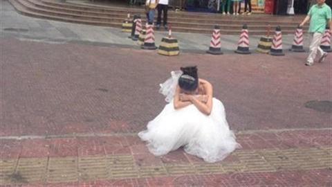 Bị chồng sắp cưới bỏ rơi vì trang điểm như cụ 70