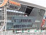 Cô gái thoát chết trong gang tấc bên ngoài SVĐ Donbass Arena
