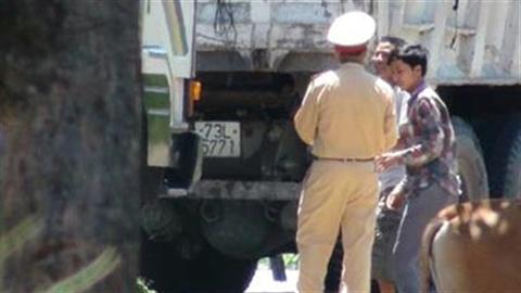 Bắt Trung úy CSGT nhận hối lộ