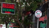 Những biển quảng cáo massage chỉ có ở Hà Nội