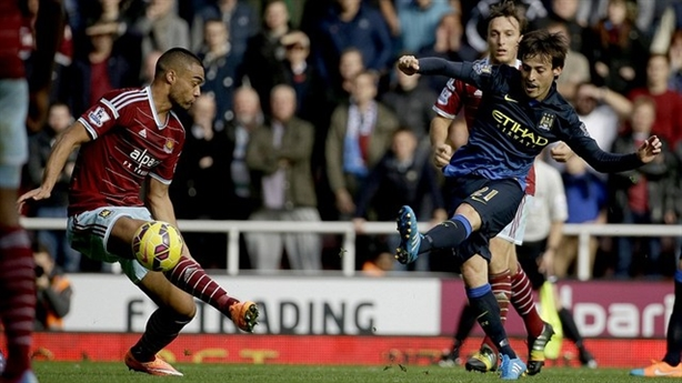 David Silva solo ghi bàn đẹp nhất vòng 9 Premier League