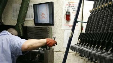 Khám phá nhà máy chế tạo súng trường tấn công chủ lực của Mỹ