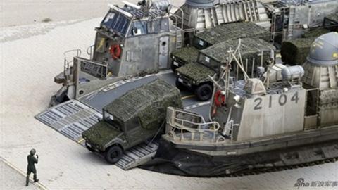 Nhật Bản tập trận với Mỹ, đàm phán với Trung Quốc