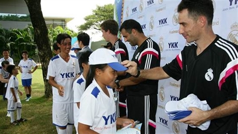 YKK cùng Real Madrid mang bóng đá đến cho trẻ em