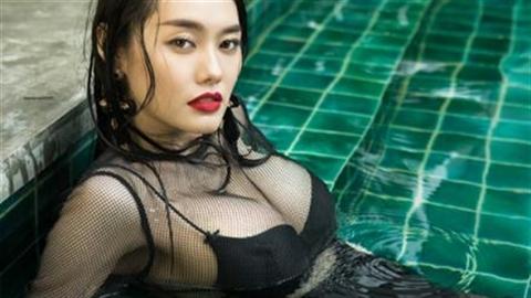 Qua mặt Ngọc Trinh, Linh Chi diện bikini, khoe ngực khủng