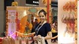 Dương Cẩm Lynh mua sắm 'thả ga' trên đất nước Singapore