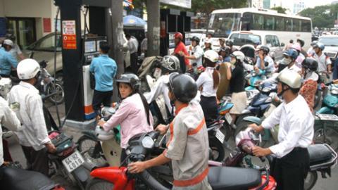 Petrolimex lãi khủng, giá xăng dầu giảm ít hơn thế giới