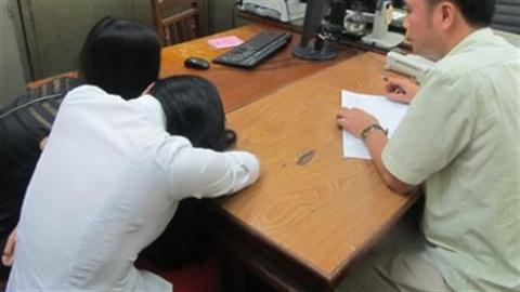 Mẫu bán dâm 1000USD giữ đăng ký kết hôn 'làm kỷ niệm'