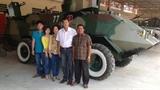 Một người mất chức vì nông dân Việt chế thiết giáp Campuchia