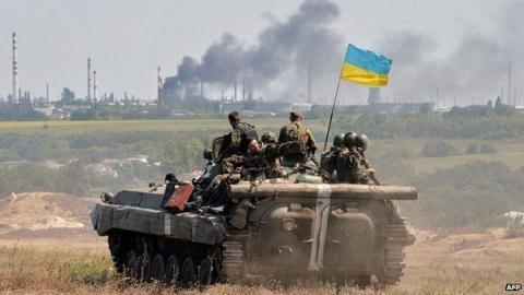 EU cấm vận vùng ly khai Ukraina, Nga cảnh báo chiến tranh