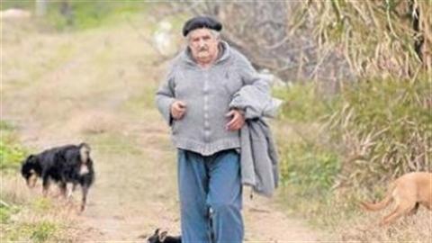 Cận cảnh cuộc sống 'tổng thống nghèo nhất thế giới'