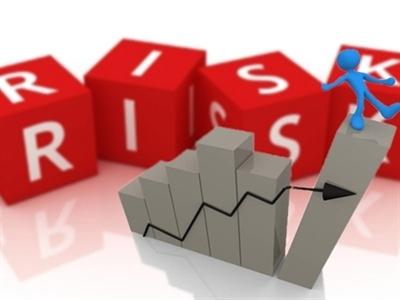 Cổ phiếu vốn hóa lớn sụt giảm, dòng tiền có dấu hiệu rút khỏi thị trường?