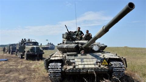 Kiev nhận chiến thư, Mỹ trao kiếm gỗ?