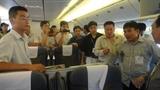 Đánh ghen tới còng tay, bóp cổ trên máy bay Vietnam Airlines