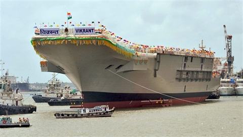 200 người 'xẻ thịt' hàng không mẫu hạm của Ấn Độ