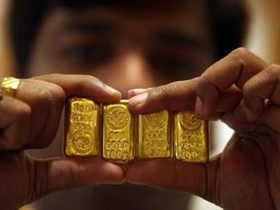 Thương nhân Ấn Độ được kêu gọi hạn chế bán vàng miếng và vàng xu
