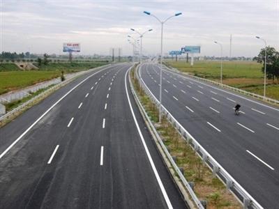 """""""Việt Nam cần xây dựng hơn 6.000km đường cao tốc"""""""