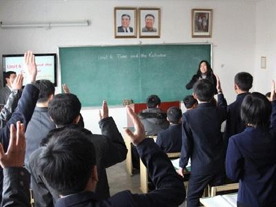 Học sinh Triều Tiên học môn bắt buộc về Kim Jong-un