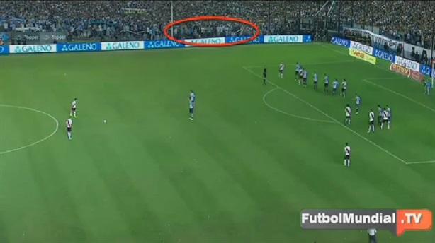 Video: Bóng ma xuất hiện trong trận đấu bóng đá