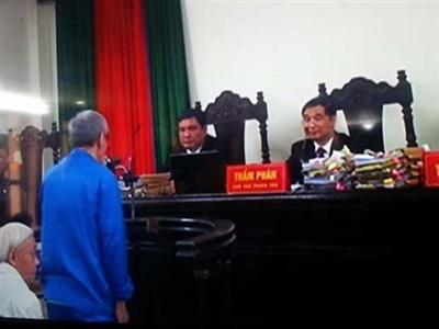"""Phúc thẩm vụ án """"bầu"""" Kiên: Bị án Trần Ngọc Thanh choáng ngất tại tòa"""