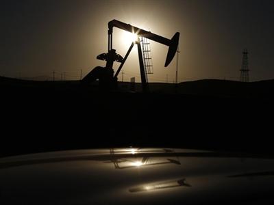Giá dầu thấp nhất 5 năm do lo dư cung tiếp tục tăng