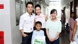 Đăng Khôi cùng vợ động viên trẻ em mổ tim