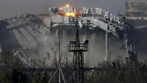 Nóng: Ngừng bắn, Kiev mất liên lạc với lính sân bay Donetsk