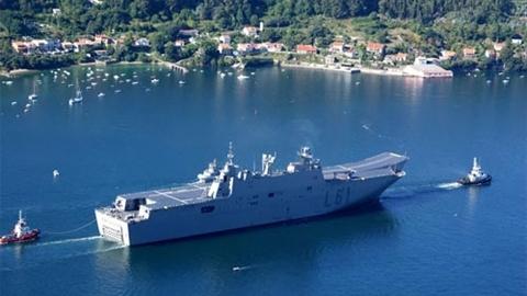 Tàu đổ bộ khủng của Australia khiến Trung Quốc bất an