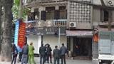 Ôm bom xăng quyết bám trụ nhà cổ trung tâm Hà Nội