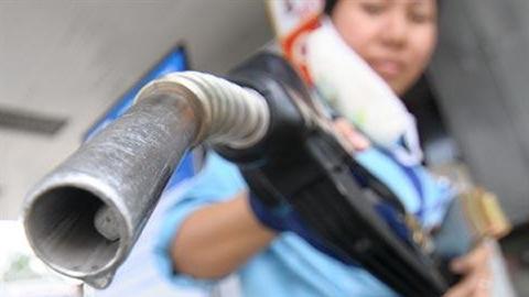 Xăng Việt đắt hơn xăng Mỹ: Bóc mẽ chiêu trò doanh nghiệp