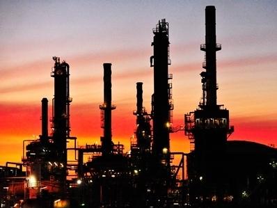 Giá dầu hồi phục, thoát khỏi mức thấp nhất 5 năm