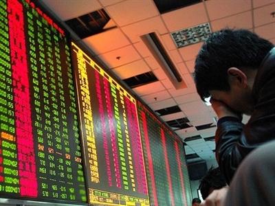 Dư bán gia tăng, VN-Index đảo chiều giảm gần 5 điểm