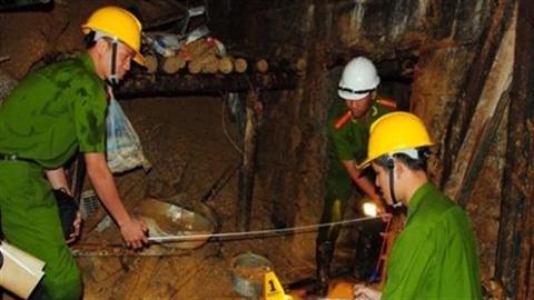 Cảnh bắt đầu khám nghiệm hiện trường sập hầm thủy điện