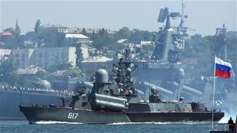 """Nga không nhượng bộ Mỹ, sẵn sàng """"chơi rắn"""" ở Crimea"""