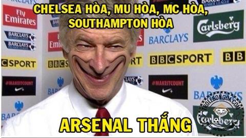 Ảnh chế: HLV Wenger cười nhạo M.U, M.C, Chelsea
