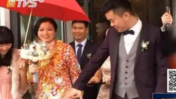 Lóa mắt với cô dâu Trung Quốc xúng xính vàng