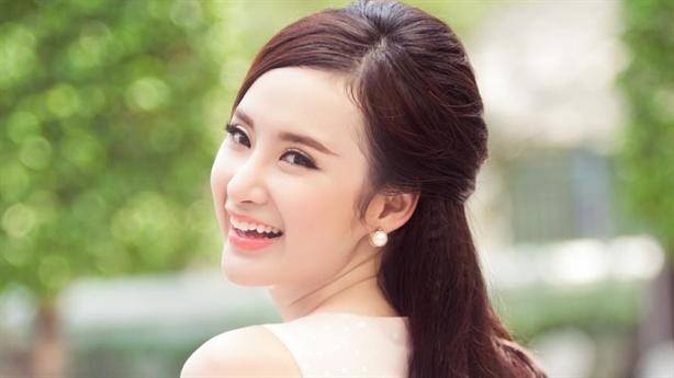 """Angela Phương Trinh có xứng danh """"công chúa scandal""""?"""
