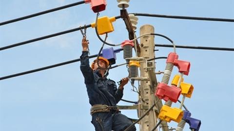 Cộng thuế tài nguyên vào giá điện: EVN muốn lãi to hơn
