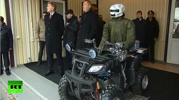 Thông điệp của Tổng thống Putin qua đội quân robot