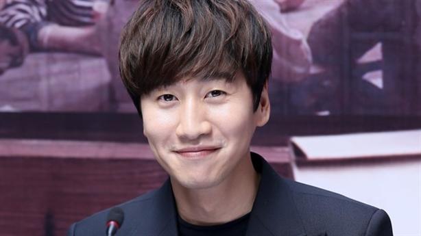 'Hoàng tử Châu Á' Lee Kwang Soo thân thiện gặp fan TP.HCM