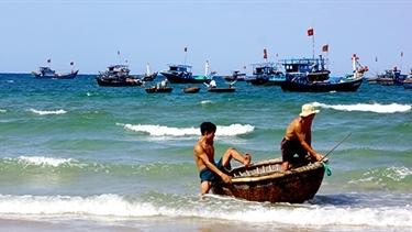 Hai ngư dân mất tích trên vùng biển Hoàng Sa