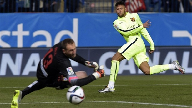 Clip Barca 3-2 Atletico: Khoảnh khắc Turan ném giày trọng tài