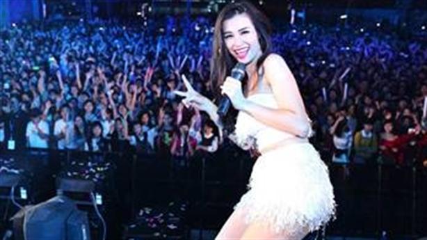 Đông Nhi bùng nổ với Tiger Remix tại Đà Nẵng