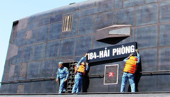 Trung Quốc đăng toàn cảnh Kilo Việt Nam vào Cam Ranh