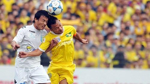 SLNA - HN T&T: V-League trở lại treo tiền cầu thắng