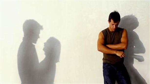 Tốvợ ngoại tình, đòi ly hôn vì... tiếng rên qua điện thoại