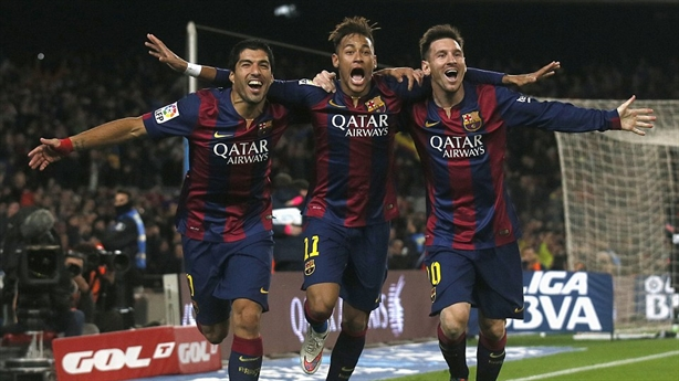 """Bài học Ibrahimovic: Suarez """"hạ mình"""" coi Messi là ông vua"""